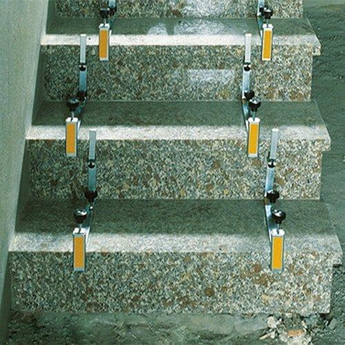 Stufenklammer zum exakten setzen von Treppen und Stufen - Stufenklammern günstig kaufen bei KARL DAHM